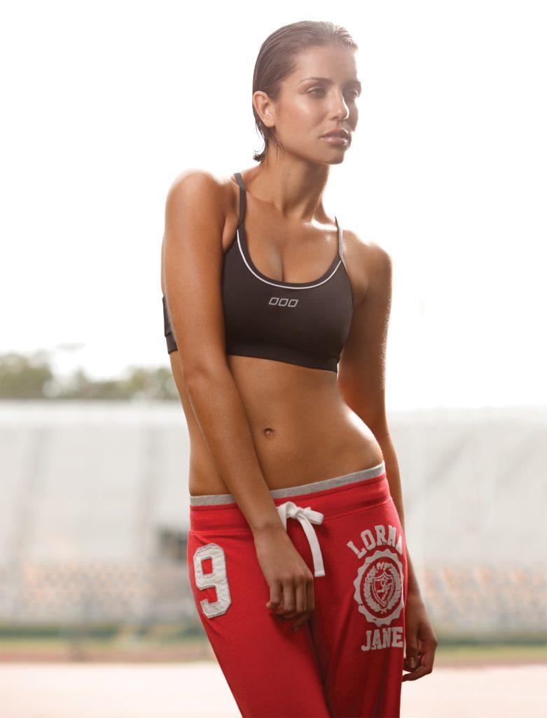 športová podprsenka, žena v športovej podprsenke