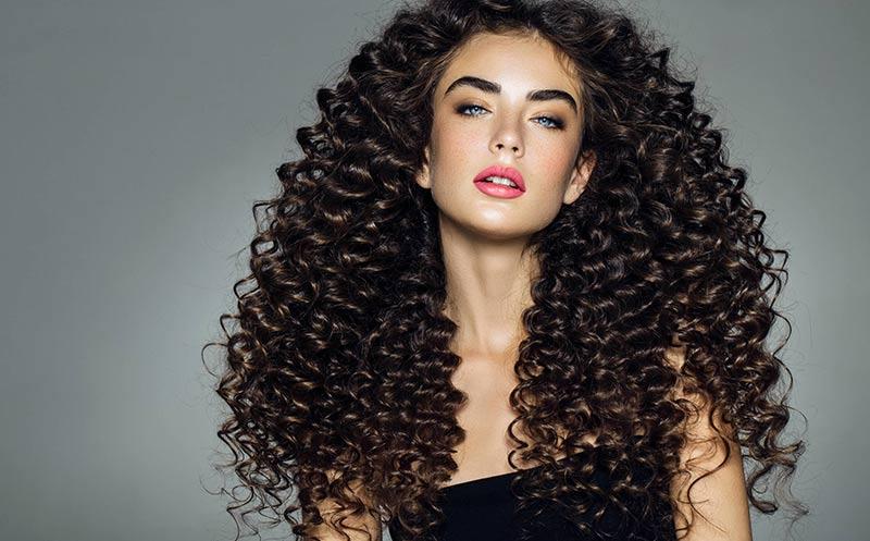 Kulma na vlasy: Dokonalý stylista pre každú príležitosť.