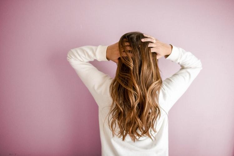 Lopúchový olej ako istá pomoc pri vypadávaní vlasov