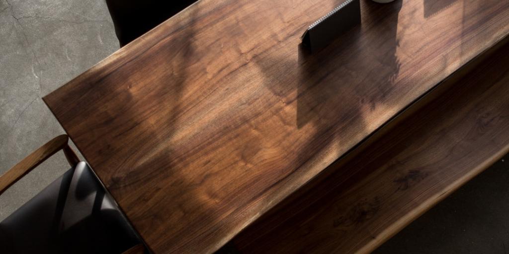 Uvažujete o nábytku z masívu? Vyskúšajte exotické drevo