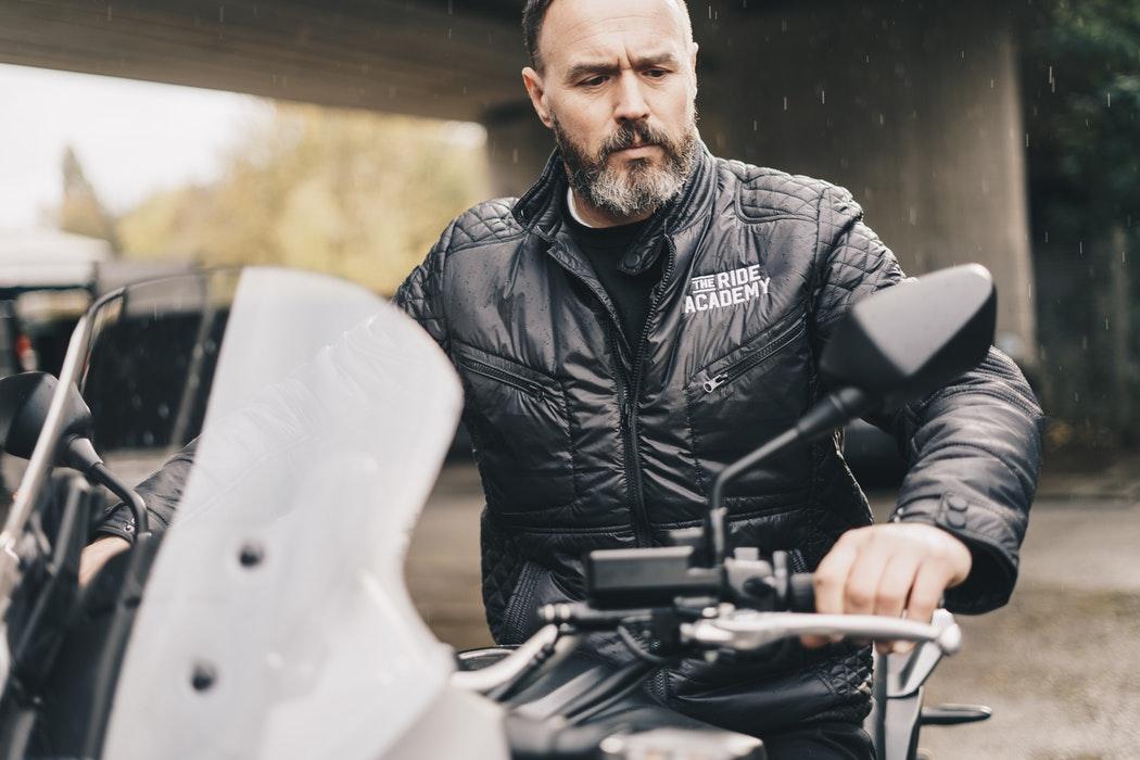Moto bundy – textilné či kožené?