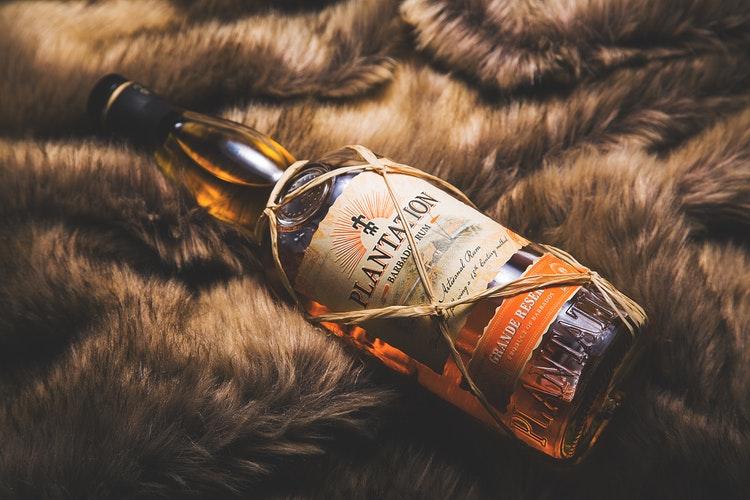 Rum – v minulosti nahradil aj peňažné výplaty Britov!