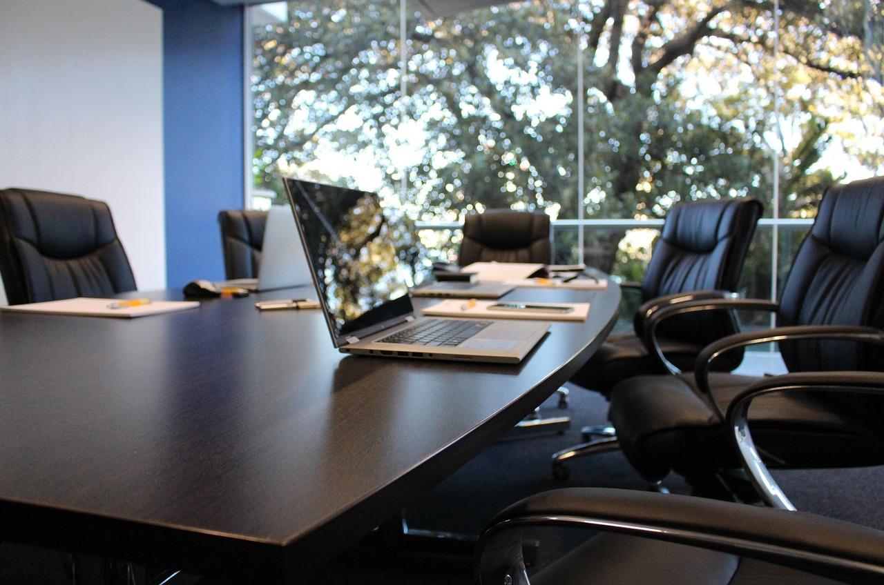 Vyberte si nábytok, vďaka ktorému sa budete pri práci cítiť lepšie