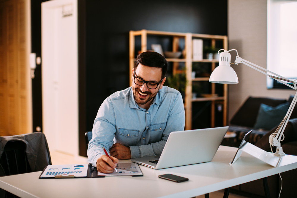 Čo všetko si potrebujete kúpiť, ak si potrebujete zariadiť domácu kanceláriu?